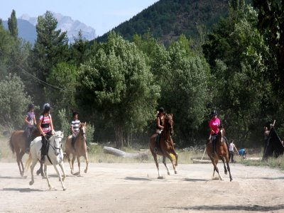 Horse Riding and Languages Camp in Jaca