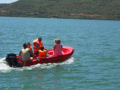 1 hour speedboat rental for 4 people in Noguera