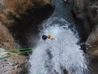 Water canyoning beginners in La Higuera, Cieza