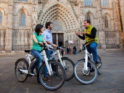 3.5h Barcelona Tour: eBike, Boat & Cableway