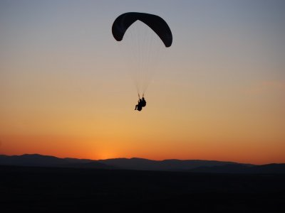 Simultaneous paragliding for two + video, Alarilla