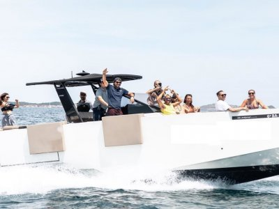 Yacht Watersports Paseos en Barco