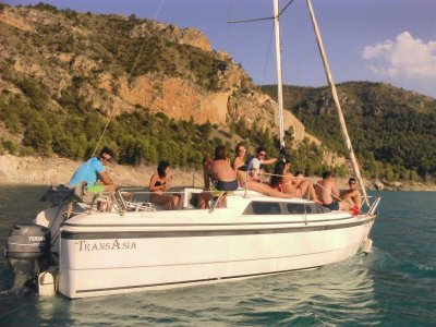 Sailing in Yeste half day groups