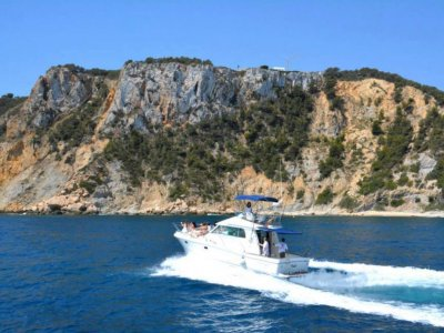 Motorboat Ride with Music and Lunch Denia8h