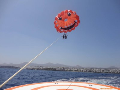 Parasailing in Lanzarote for two 10 min