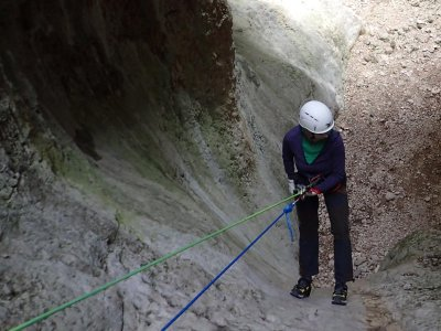 Dry canyoning in Basender level 2 with pictures