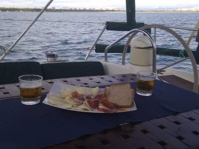 1-day Hen party in sailboat in Alicante