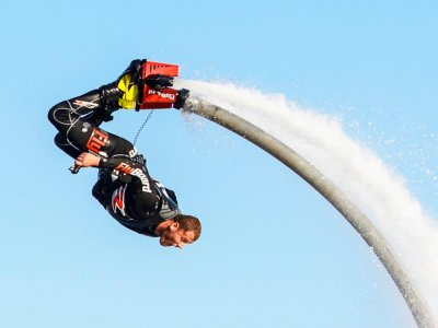 Flyboarding in San Juan reservoir Madrid with menu