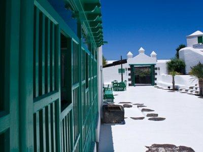 Guided visit Lanzarote of Cesar Manrique children