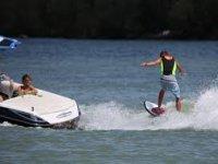 Wakesurf in the lake