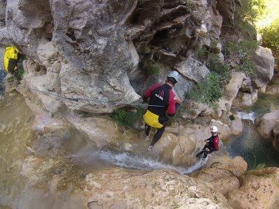 Descent of the cliff in Sima del Diablo. 4 hours