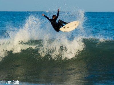 2h surfing course in El Campello