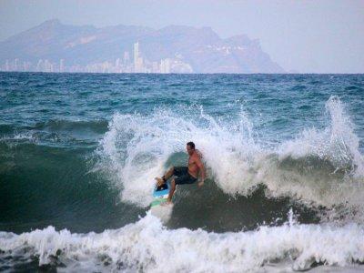3h Renting a surf board in El Campello
