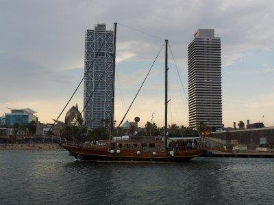 Trip by schooner through Barcelona