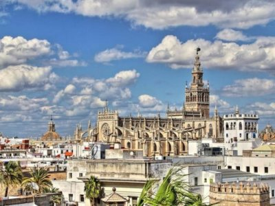 Guided tour Sevilla and Discover its History 2h