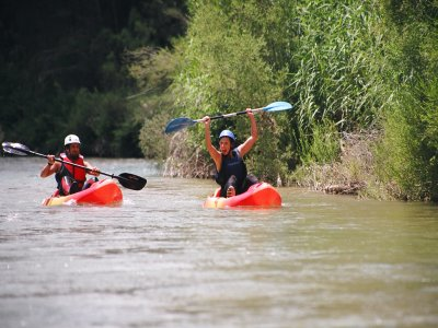 Kayaking in rough waters in Segura river Level 1