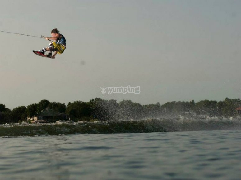 Learn how to kitesurf