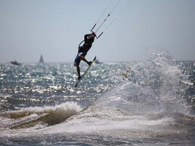 Private Kitesurfing lessons at Devon 3h