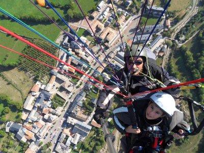 Tandem paragliding flight in Castejón de Sos