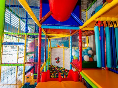 Access to a playroom + lunch in Castelldefels