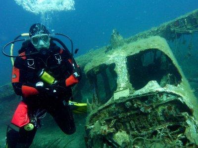 Wreck Diver PADI Course Holborough Lakes 2 days
