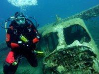 Explore the wrecks of the deep!