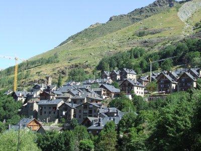 Adventure Sports + Accommodation in Lleida