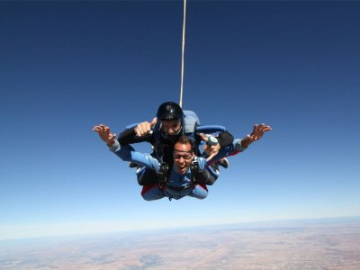 Parachute Jump 4,000 meters with Video and Photos