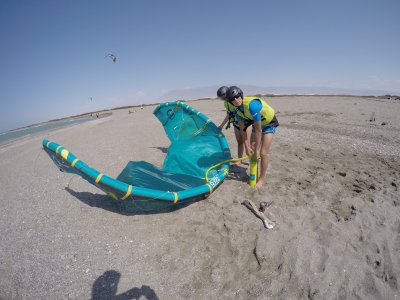 Initiatory kitesurf course for couples in Almería