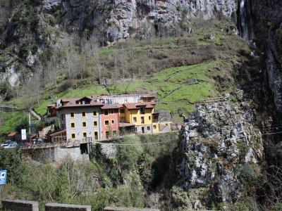 Via ferrata and zip-line + lodge, Asturias
