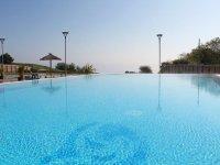 The infinite pool at Alpamare Scarborough Water Park