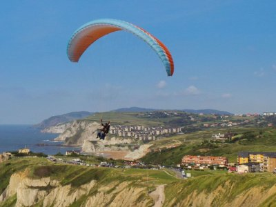 Tandem paragliding for adults in Conil 30min