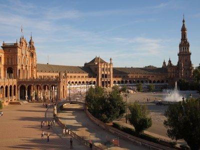 Movie tour Seville, boat trip in the Guadalquivir