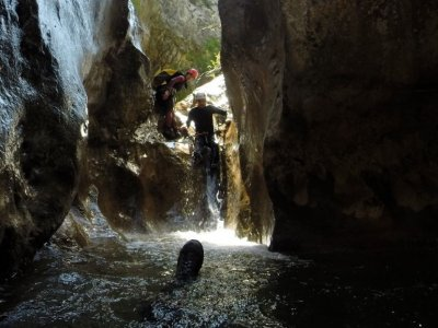 Stag or hen do with rafting + canyoning Lleida 6 h