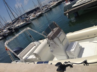 Rent a Flyer 747 powerboat in Santa Pola for 10h