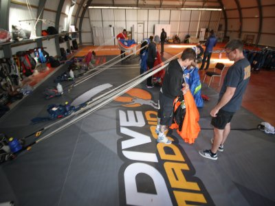 Parachute folding course in Madrid