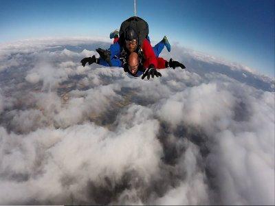 Skydiving jump at Granada with intern video