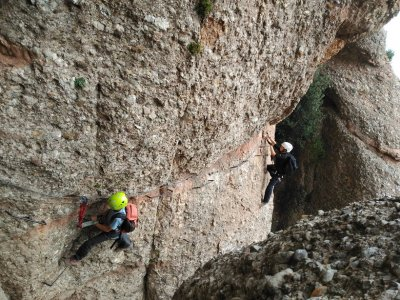 Advanced Climbing and Rappel Macizo de Montserrat