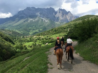 Horse-riding route at Liébana valley, 1 hour