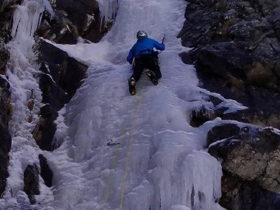 Ice climbing course for beginners, Pyrenees