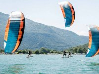 Kitesurfing with friends