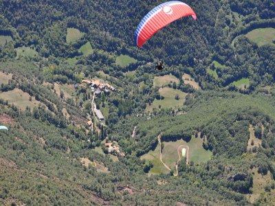 Paraglider flight in Liri near Benasque 30min