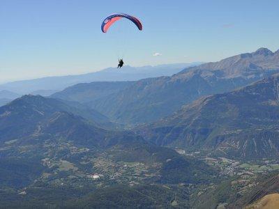Paraglide Flight in Benasque Pyrenees 30min