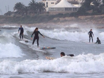 Full Surf Course in Castelldefels 8 Hours