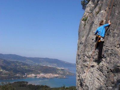 Half a Day Climbing Course in Urdaibai Reservoir