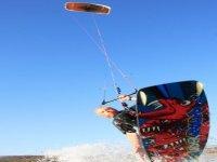 We use inflatable kites