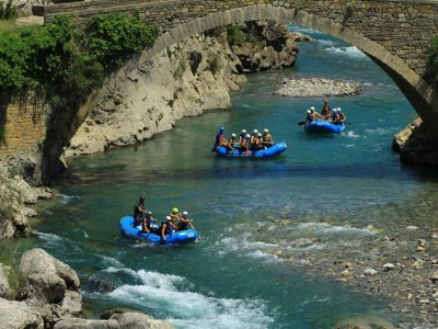 Go Rafting in the Esera River Pirámides IV Level