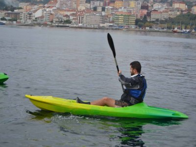 One-seat kayak rental in Moaña for a whole day