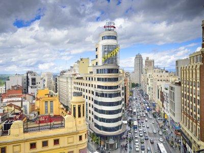 Guided tour Madrid's Gran Vía school/high school