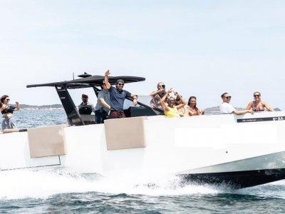 Teambuilding yacht and 7 water activities Ibiza